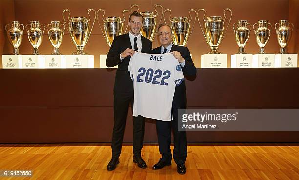 Gareth Bale of Real Madrid poses with president Florentino Perez after signing his contract extension with the club until 2022 at Estadio Santiago...