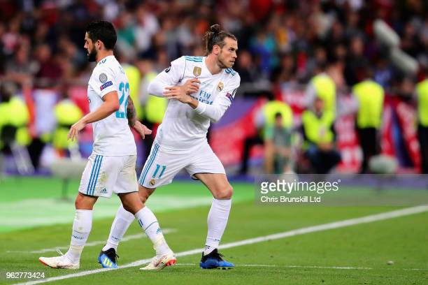 Gareth Bale of Real Madrid replaces Isco of Real Madrid as a substitute during the UEFA Champions League final between Real Madrid and Liverpool at...