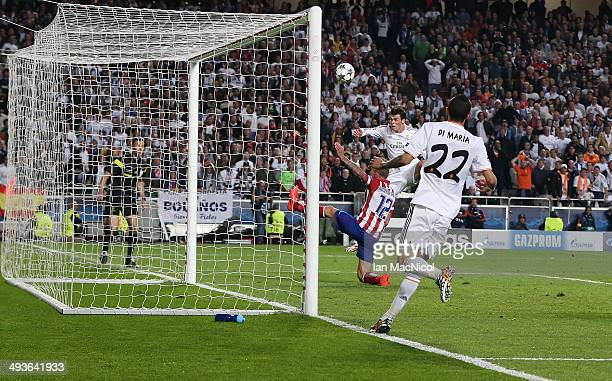 Gareth Bale of Real Madrid scores during the UEFA Champions League Final match between Real Madrid and Athletico Madrid at The Estadio da Luz on May...