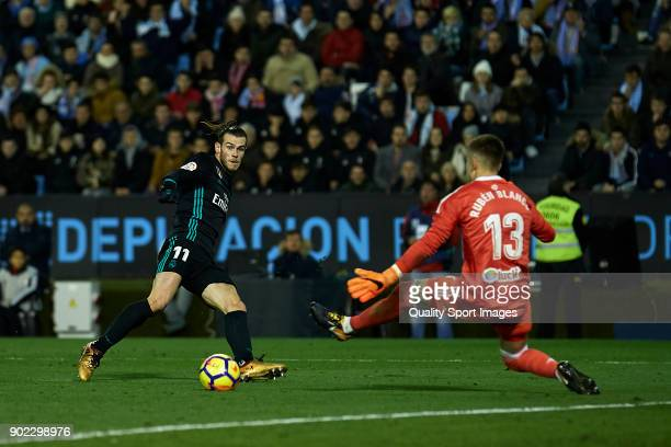 Gareth Bale of Real Madrid scores his team's first goal during the La Liga match between Celta de Vigo and Real Madrid at Estadio de Balaidos on...