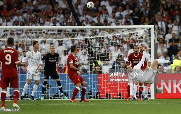 Gareth Bale of Real Madrid scores his team's second goal with an overhead kick during the UEFA Champions League final between Real Madrid and...