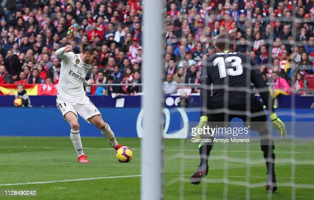 Gareth Bale of Real Madrid scores his team's third goal past Jan Oblak of Atletico Madrid during the La Liga match between Club Atletico de Madrid...