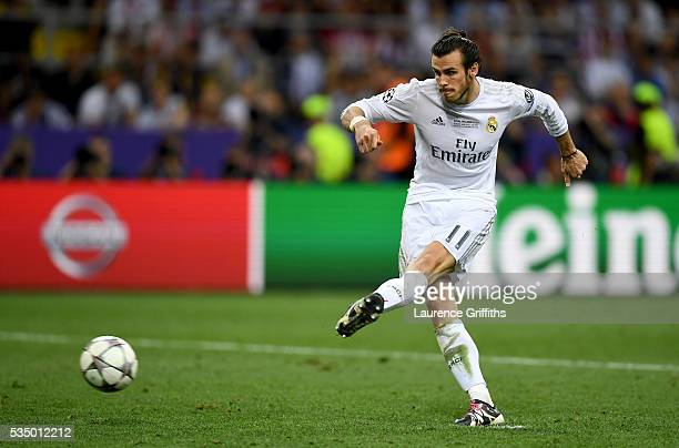 Gareth Bale of Real Madrid scores the penalty past Jan Oblak of Atletico Madrid during the UEFA Champions League Final match between Real Madrid and...