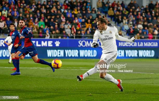 Gareth Bale of Real Madrid shoots on goal during the La Liga match between SD Huesca and Real Madrid CF at Estadio El Alcoraz on December 9 2018 in...