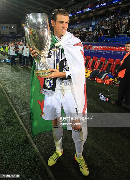 Gareth Bale of Real Madrid with the UEFA Super Cup trophy