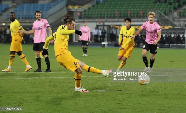 Gareth Bale of Tottenham Hotspur scores their team's first goal from the penalty spot during the UEFA Europa League Group J stage match between LASK...