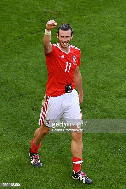 Gareth Bale of Wales celebrates his team's 21 win in the UEFA EURO 2016 Group B match between Wales and Slovakia at Stade Matmut Atlantique on June...