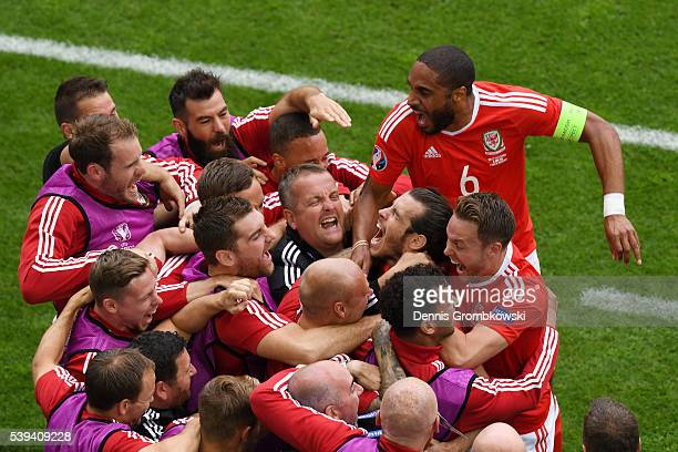 Gareth Bale of Wales celebrates scoring his team's first goal with his team mates during the UEFA EURO 2016 Group B match between Wales and Slovakia...