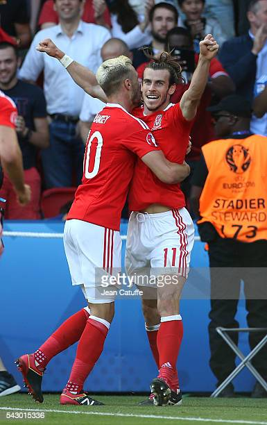Gareth Bale of Wales celebrates Wales' winning goal with Aaron Ramsey and teammates during the UEFA EURO 2016 round of 16 match between Wales and...
