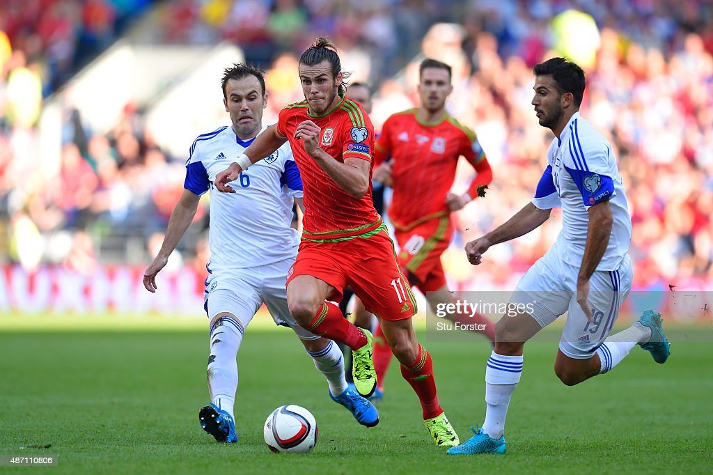Gareth Bale of Wales is closed down by Bibras Natkho (L) of Israel and Orel Ogani (R) of Israel during the UEFA EURO 2016 group B qualifying match between Wales and Israel at Cardiff City Stadium on September 6, 2015 in Cardiff, United Kingdom.