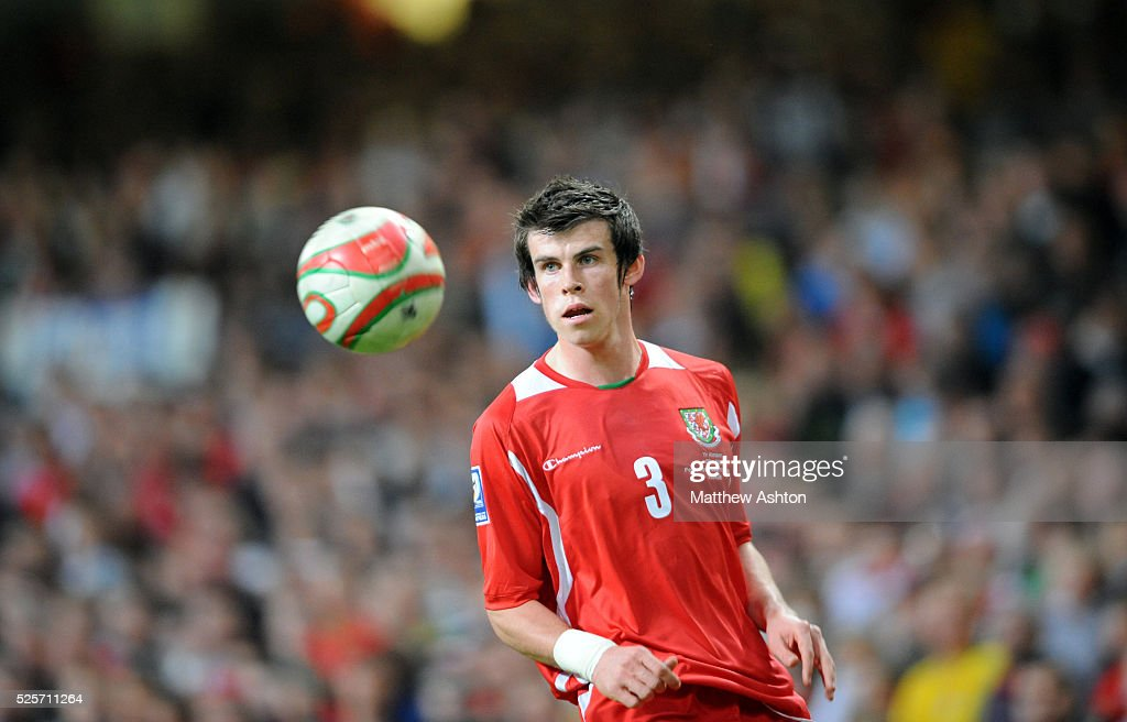 Soccer - FIFA World Cup 2010 Qualifier Group Four - Wales vs. Germany : News Photo