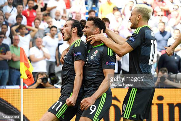 Gareth BaleHal RobsonKanuAaron Ramsey of Wales celebrate during the UEFA EURO 2016 Group B match between England and Wales at Stade BollaertDelelis...