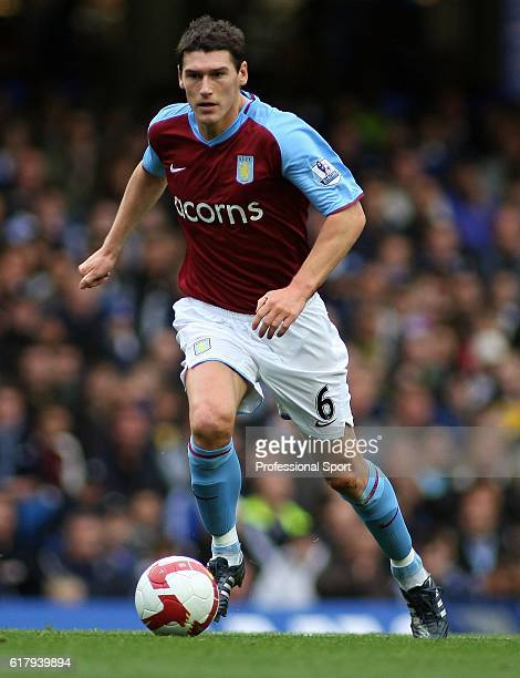 Gareth Barry of Aston Villa in action during the Barclays Premier League match between Chelsea and Aston Villa at Stamford Bridge on October 5 2008...