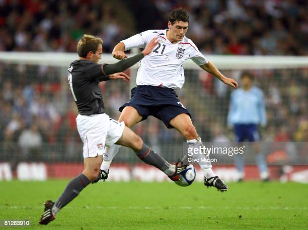 Gareth Barry of England battles with Eddie Lewis of USA during the international friendly match between England and the USA at Wembley Stadium on May...