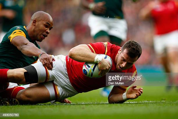 Gareth Davies of Wales scores the opening try for Wales challenged by JP Pietersen of South Africa during the 2015 Rugby World Cup Quarter Final...