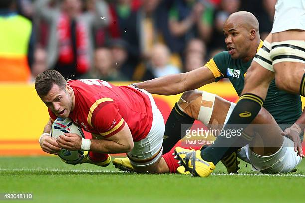 Gareth Davies of Wales scores the opening try for Wales during the 2015 Rugby World Cup Quarter Final match between South Africa and Wales at...