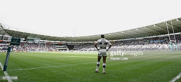 Gareth Raynor of Hull waits for kick off during the Powergen Challenge Cup Fifth round match between Hull FC and the Bradford Bulls at the KC Stadium...