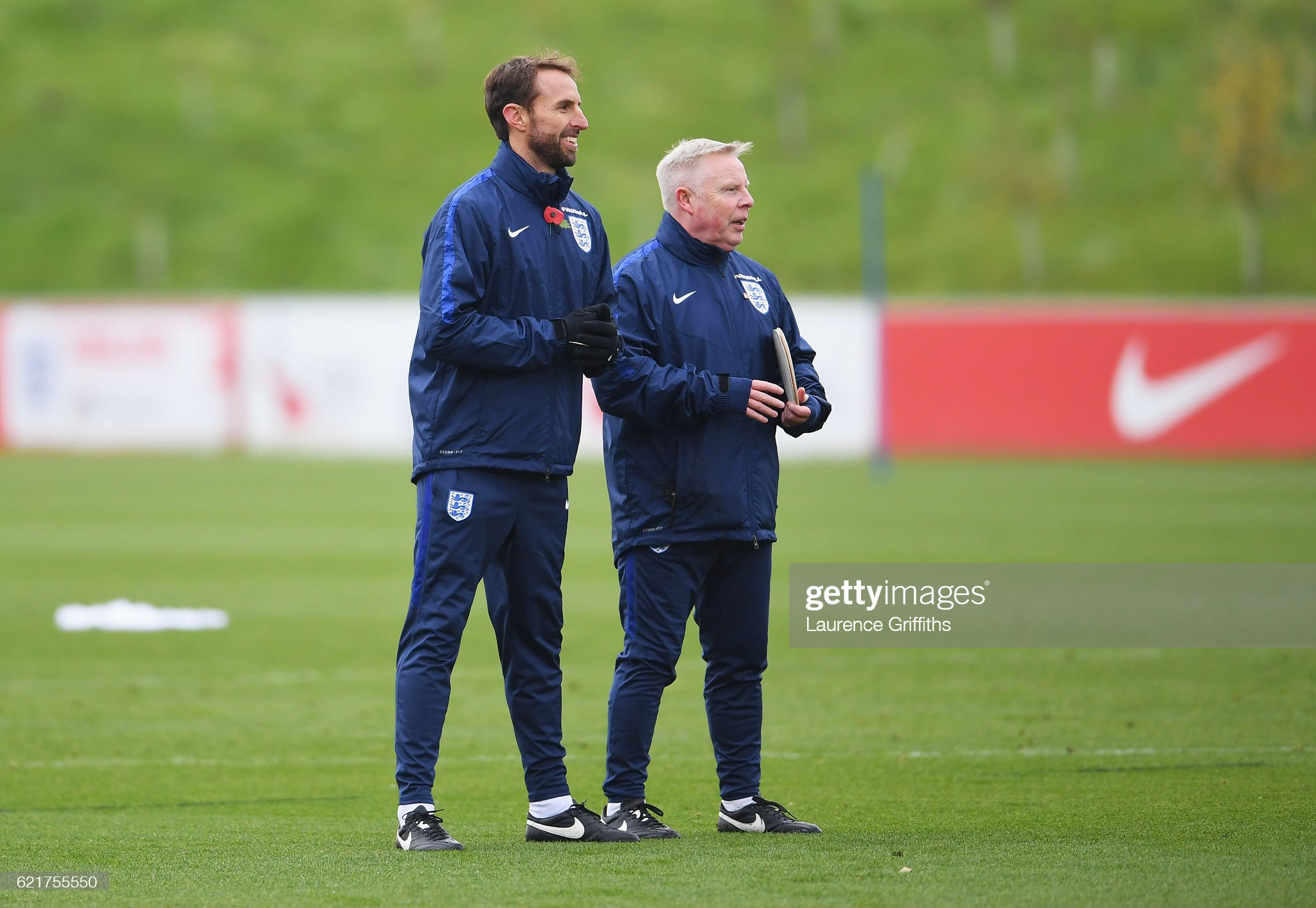 ¿Cuánto mide Sammy Lee? - Real height Gareth-southgate-interim-manager-of-england-and-sammy-lee-assistant-picture-id621755550?s=2048x2048