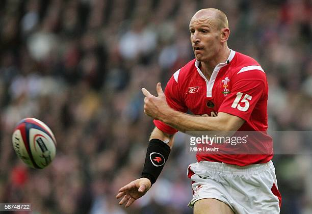Gareth Thomas of Wales passes the ball during the RBS Six Nations Championship match between England and Wales at Twickenham on February 4 2006 in...