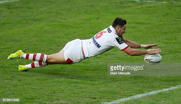 Gareth Widdop of the Dragons scores a try during the round eight NRL match between the St George Illawarra Dragons and the Sydney Roosters at Allianz...