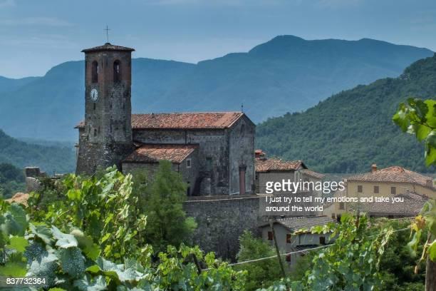 garfagnana, tuscany, italy - ancient village of ceserana - clima alpino foto e immagini stock