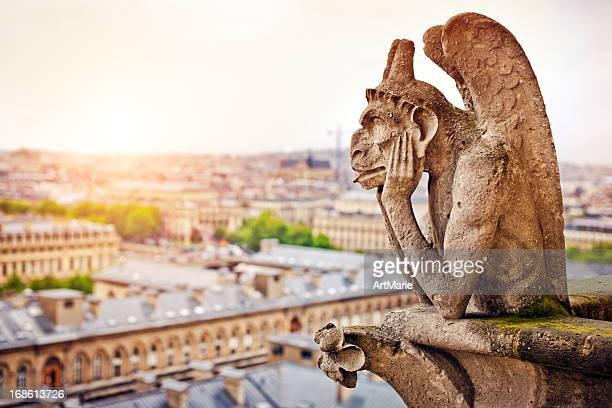 Gárgola en la catedral de Notre Dame, Francia