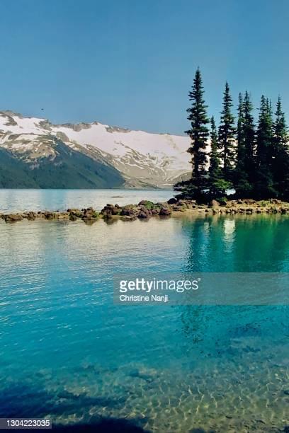 garibaldi provincial park - 氷河湖 ストックフォトと画像