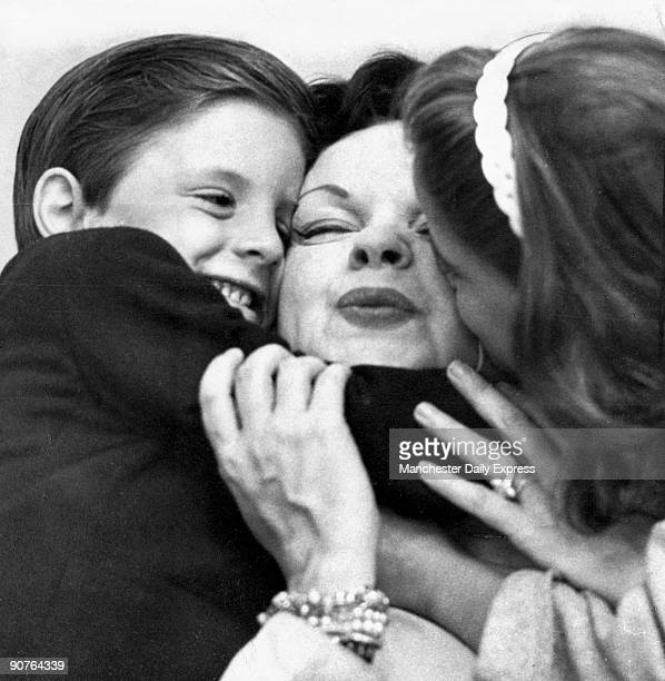 Garland with two of her children shortly after she settled in England Garland started performing as a young child In 1939 aged 17 she starred in �The...