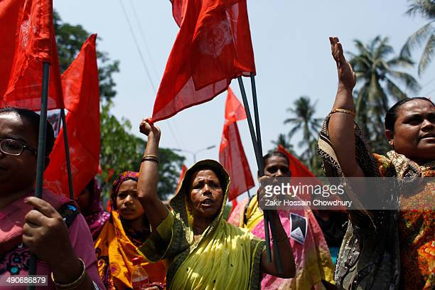 CONTENT] Garment workers form a human chain in Dhaka organized by IndustriALL Bangladesh Council on the eve of one year of Rana Plaza tragedy...