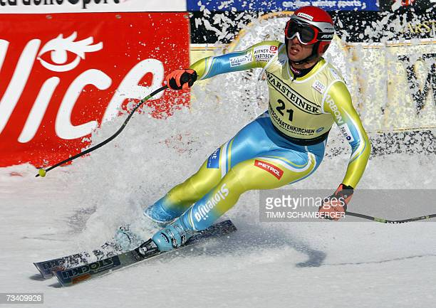 Garmisch-Partenkirchen, GERMANY: Slovenian Andrej Jerman competes during the men's downhill race of the Alpine skiing World Cup, 24 February 2007 in...
