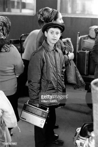 Garçon émigré juif d'URSS à Vienne Autriche en octobre 1973
