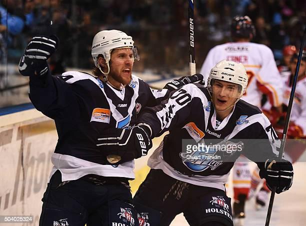 Garrett Festerling of Hamburg celebrates scoring the third goal with Jaroslav Hafenrichter during the DEL ice hockey match bewteen Hamburg Freezers...