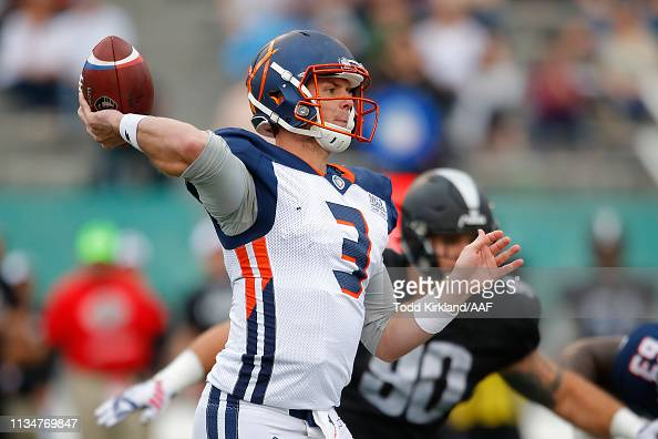 Garrett Gilbert Of Orlando Apollos Looks To Pass Against The Photo D Actualite Getty Images