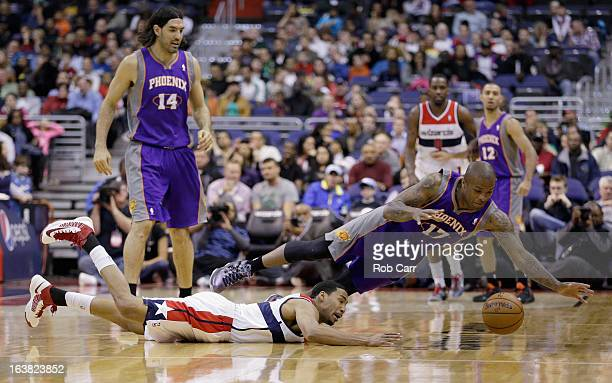 Garrett Temple of the Washington Wizards and PJ Tucker of the Phoenix Suns go after a loose ball during the first half at Verizon Center on March 16...
