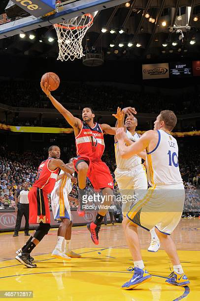 Garrett Temple of the Washington Wizards drives to the basket against David Lee and Marreese Speights of the Golden State Warriors on January 28 2014...