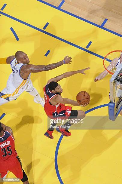 Garrett Temple of the Washington Wizards shoots a layup against Marreese Speights of the Golden State Warriors on January 28 2014 at Oracle Arena in...