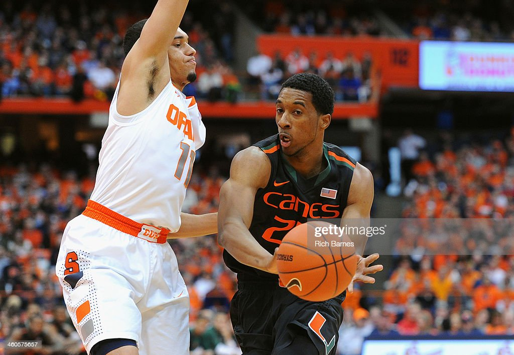 Miami v Syracuse : News Photo