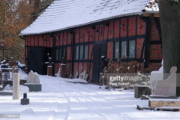 Garten vom Atelier von P r o f B e r n d A l t e n s t e i n und G i s e l a E u f e sowie C h r i s t o p h F i s c h e r bei Schnee im Winter...