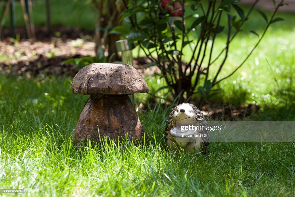 Gartendekoration Igel Und Pilz Pictures | Getty Images
