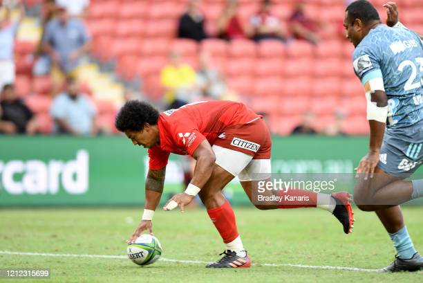 Garth April of the Sunwolves scores a try during the round seven Super Rugby match between the Sunwolves and the Crusaders at Suncorp Stadium on...