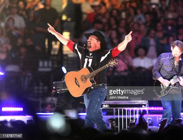 Garth Brooks Performs At State Farm Stadium On March 23 2019 In News Photo Getty Images