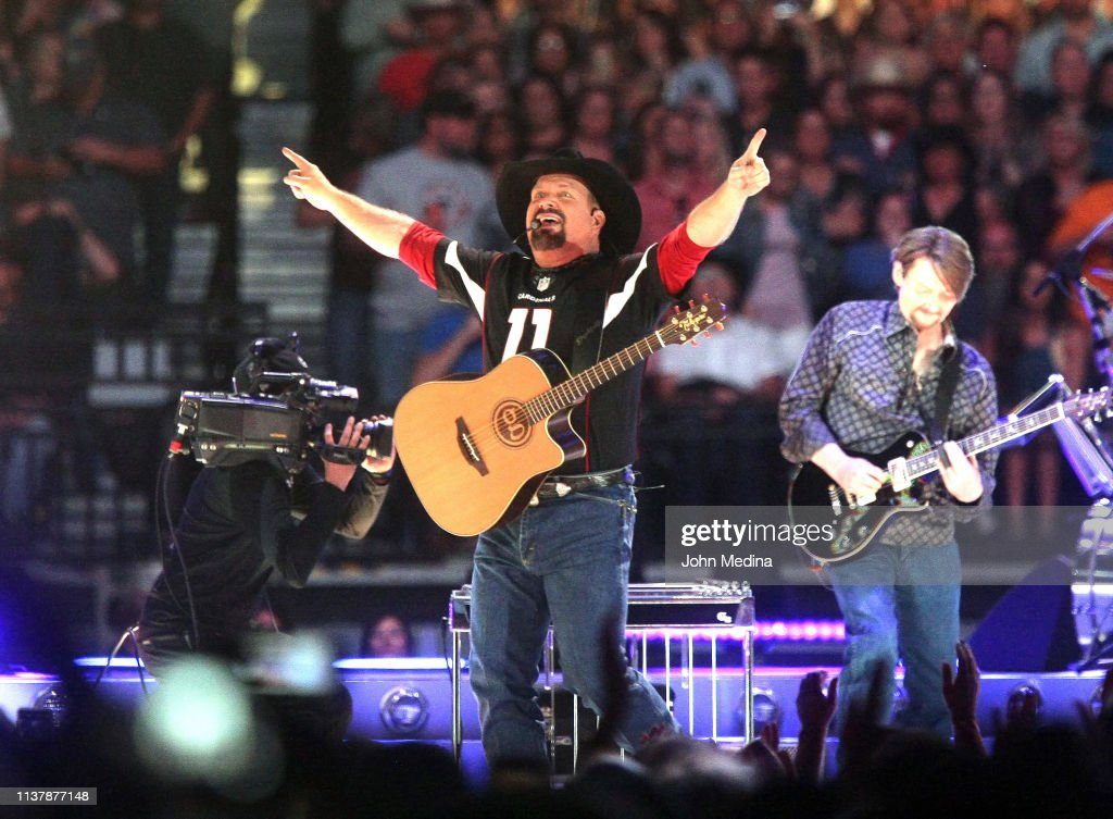 AZ: Garth Brooks In Concert - Glendale, Arizona