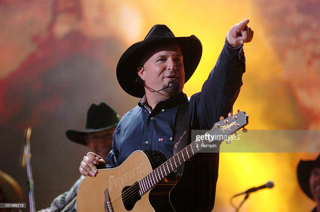 The 39th Annual CMA Awards - Garth Brooks Performs in Times Square