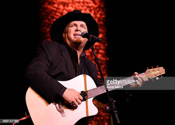 Garth Brooks performs onstage at the ASCAP Centennial Awards at Waldorf Astoria Hotel on November 17 2014 in New York City
