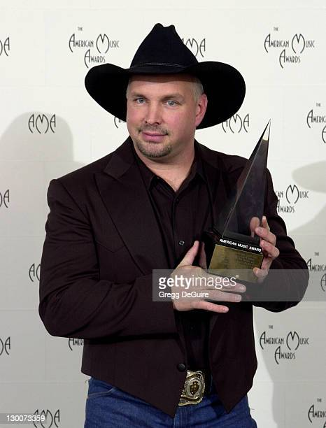 Garth Brooks poses for photographers at the 29th Annual American Music Awards at the Shrine Auditorium in Los Angeles