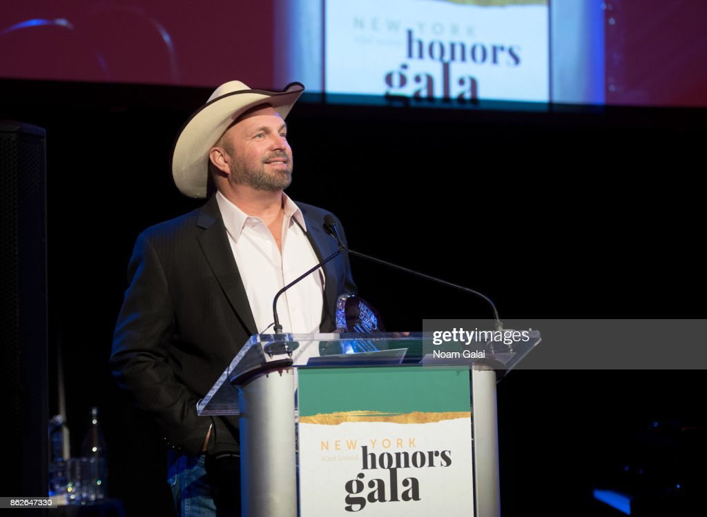 Garth Brooks speaks during the T.J. Martell 42nd Annual New York Honors Gala at Guastavino's on October 17, 2017 in New York City.
