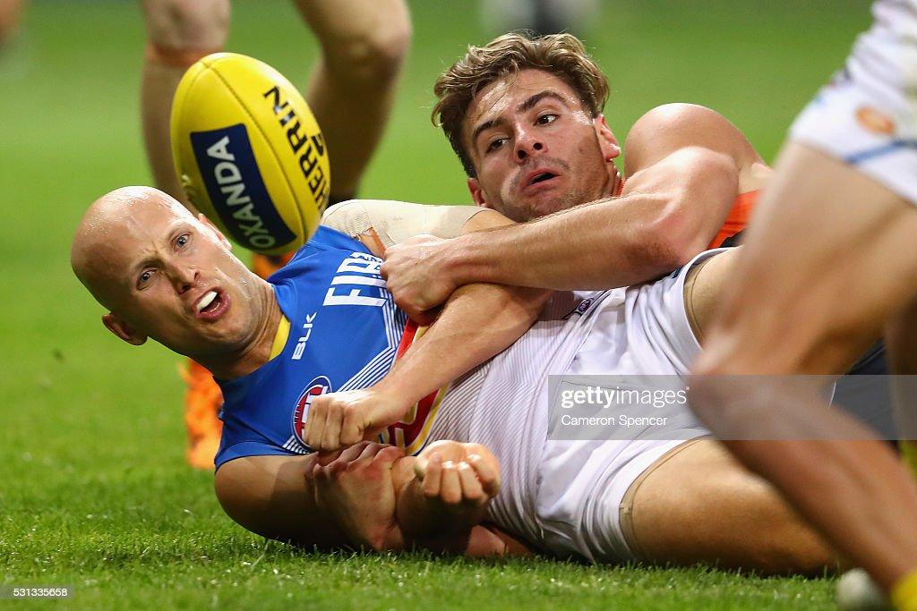 AFL Rd 8 - GWS v Gold Coast : News Photo