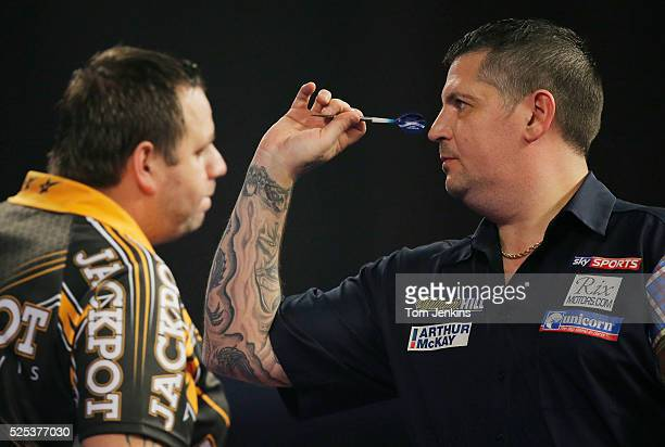 Gary Anderson aims during the Gary Anderson v Adrian Lewis PDC World Darts Championship Final on January 3rd 2016 in London