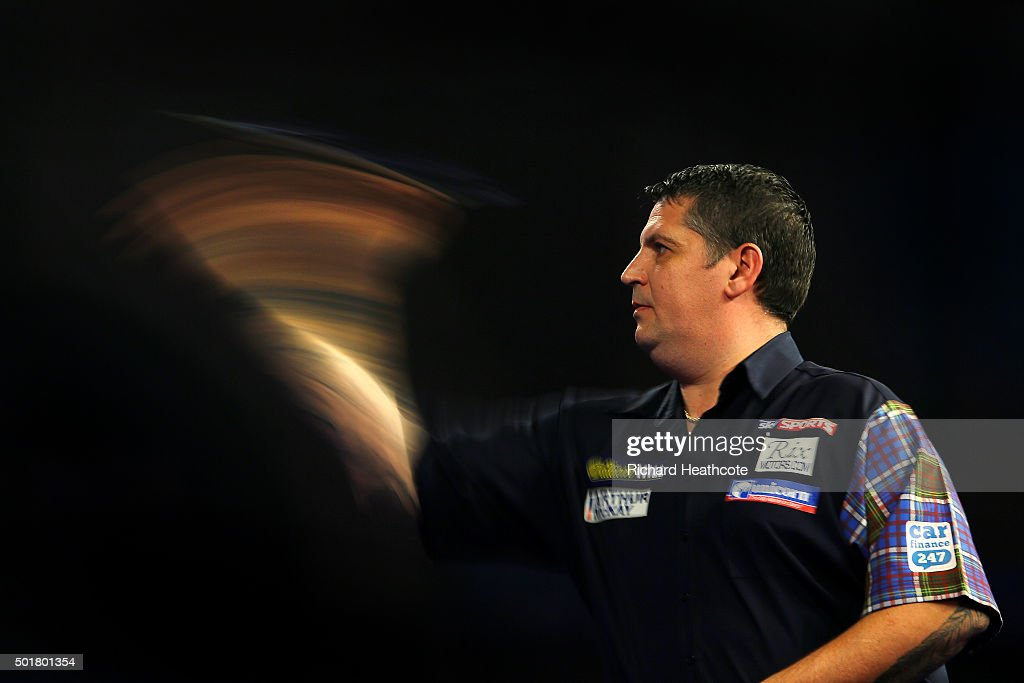 2016 William Hill PDC World Darts Championships - Day One : News Photo