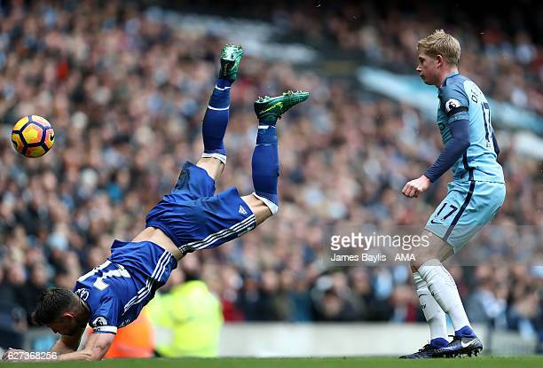 Gary Cahill of Chelsea and Kevin De Bruyne of Manchester City during the Premier League match between Manchester City and Chelsea at Etihad Stadium...